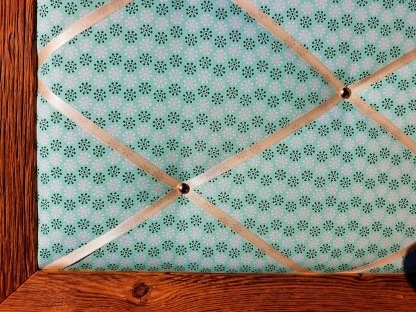 Altholz-Pinnwand mintgrün