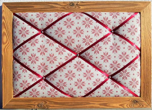 Altholz-Pinnwand rote Schneeflocke